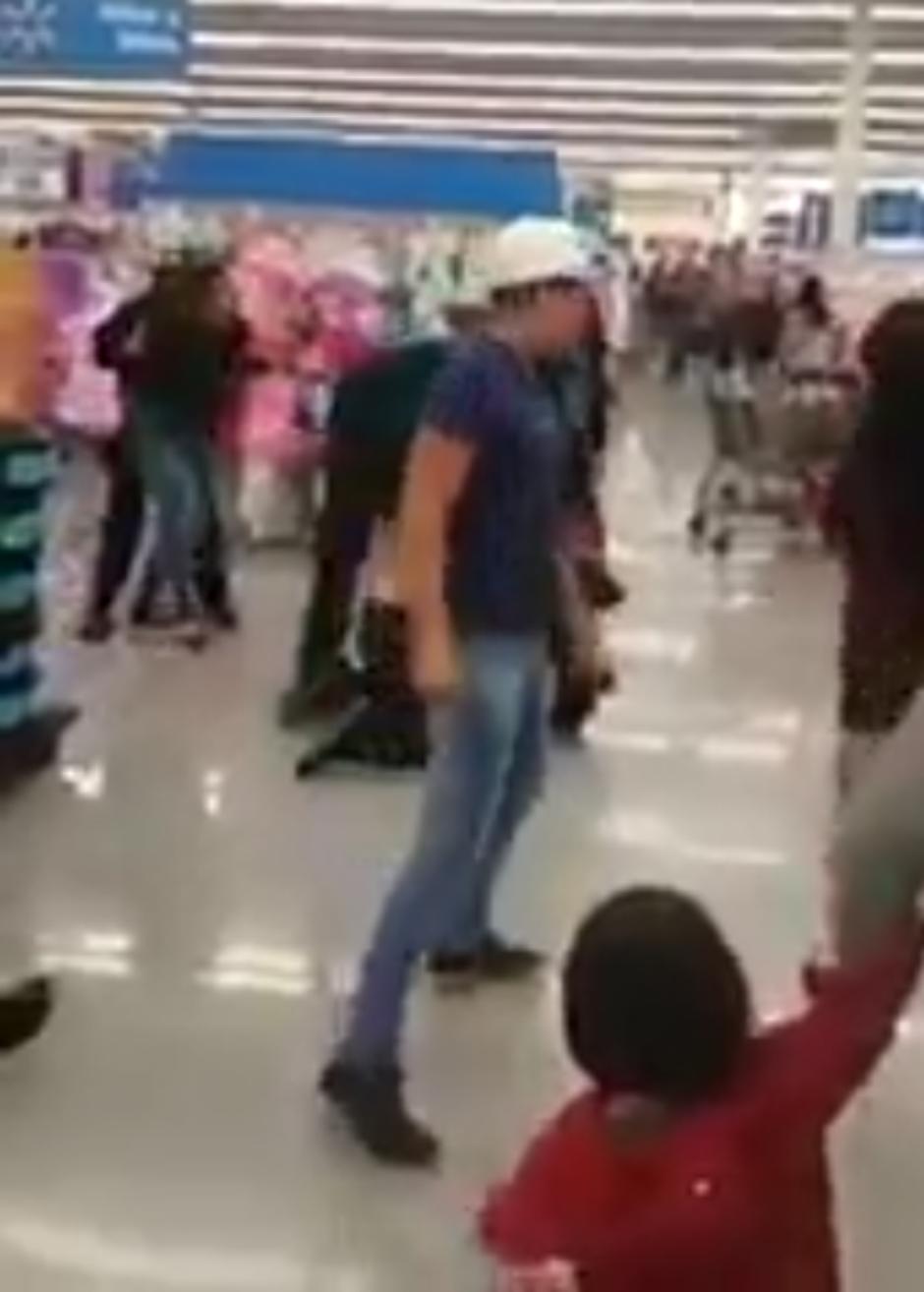 Guardias-agresión-Walmart