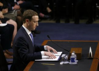 Zuckerberg en comparecencia recalcó que Facebook no vende datos