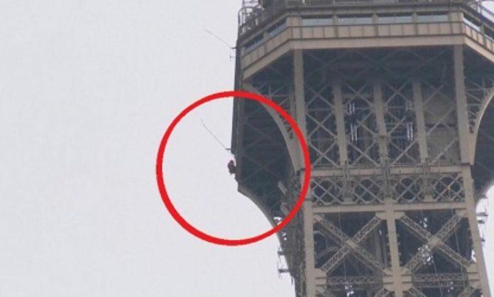 Torre Eiffel desalojada por presencia de un escalador