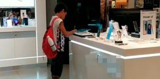 Menor no tiene internet y se va a centro comercial para hacer su tarea
